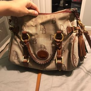 Vintage dooney and bourke shoulder bag cross body